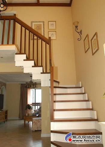 转角遇见爱 田园小复式楼梯装修_小户型装修效果图